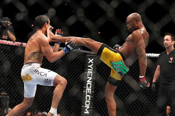 Vitor Belfort on the receiving end of THAT front kick