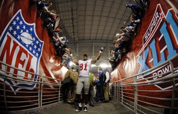 GLENDALE, AZ - FEBRUARY 03:  Amani Toomer #81 of the New York Giants walks off the field after defeating the New England Patriots 17-14 in Super Bowl XLII on February 3, 2008 at the University of Phoenix Stadium in Glendale, Arizona.  (Photo by Michael He