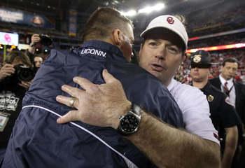 GLENDALE, AZ - JANUARY 01:  Head coach Bob Stoops of the Oklahoma Sooners hugs head coach Randy Edsall of the Connecticut Huskies after the Sooners 48-20 victory in the Tostitos Fiesta Bowl at the Universtity of Phoenix Stadium on January 1, 2011 in Glend