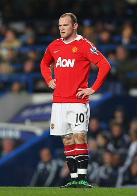 LONDON, ENGLAND - MARCH 01:  Wayne Rooney of Manchester United looks dejected during the Barclays Premier League match between Chelsea and Manchester United at Stamford Bridge on March 1, 2011 in London, England.  (Photo by Clive Rose/Getty Images)
