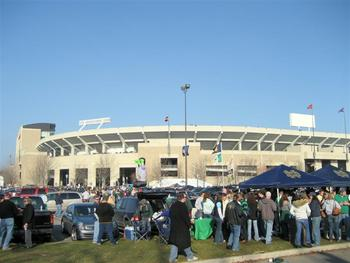 Tailgating-at-notre-dame-football-stadium_display_image