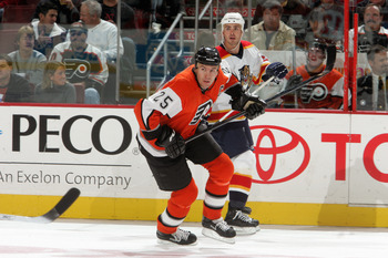 PHILADELPHIA - OCTOBER 27:  Keith Primeau #25 of the Philadelphia Flyers skates against the Florida Panthers on October 27, 2005 at the Wachovia Center in Philadelphia, Pennsylvannia.  The Flyers defeated the Panthers in overtime 5-4.  (Photo by Jim McIsa