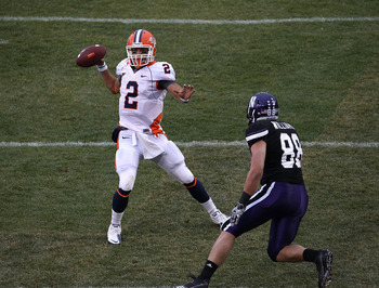 CHICAGO, IL - NOVEMBER 20: Nathan Scheelhasse #2 of the Illinois Fighting Illini throiws a pass as Quentin Williams #88 of the Northwestern Wildcats rushes during a game played at Wrigley Field on November 20, 2010 in Chicago, Illinois. Illinois defeated