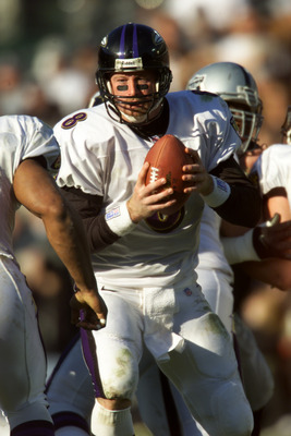 14 Jan 2001:  Quarterback Trent Dilfer #8 of the Baltimore Ravens looks to hand the ball off against the Oakland Raiders during the AFC Championship at Network Associates Coliseum in Oakland, California.  The Ravens beat the Raiders 16-3 to go on to the S