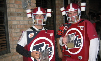 Roll_tide_with_pitchers_of_beer_01_display_image
