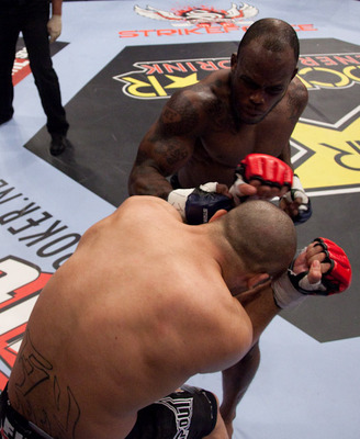 Melvin_manhoef_vs_robbie_lawler_display_image