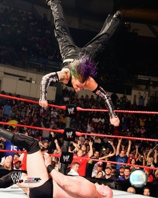 Jeff_hardy_swanton_bomb_display_image