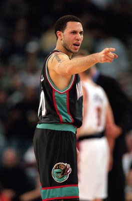 16 Feb 2001:  Mike Bibby #10 of the Vancouver Grizzlies pionts from the court during the game against the Golden State Warriors at the Arena in Oakland, California.  The Grizzlies defeated the Warriors 92-79.    NOTE TO USER: It is expressly understood th
