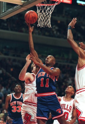 16 APR 1995:  DEREK HARPER OF THE NEW YORK KNICKS GOES IN FOR A LAYUP DURING THEIR 111-90 LOSS TO THE CHICAGO BULLS AT THE UNITED CENTER IN CHICAGO, ILLINOIS. Mandatory Credit: Jonathan Daniel/ALLSPORT