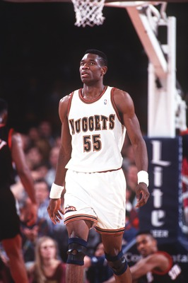 18 JAN 1994:  DENVER CENTER DIKEMBE MUTOMBO DURING THE NUGGETS GAME VERSUS THE PORTLAND TRAILBLAZERS. Mandatory Credit: Tim Defrisco/ALLSPORT