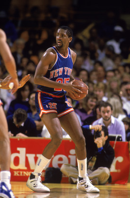 LOS ANGELES - 1987:  Bill Cartwright #25 of the New York Knicks holds the ball during an NBA game against the Los Angeles Lakers at the Great Western Forum in Los Angeles, California in 1987.  (Photo by: Rick Stewart/Getty Images)