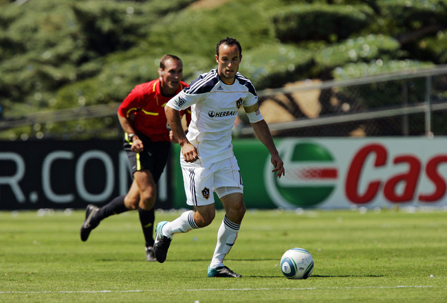 SANTA CLARA, CA - AUGUST 21:  Landon Donovan #10 of the Los Angeles Galaxy runs with the ball against the San Jose Earthquakes on August 21, 2010 at Buck Shaw Stadium in Santa Clara, California.  The Earthquakes won 1-0. (Photo by Brian Bahr/Getty Images)