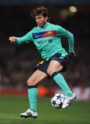 LONDON, ENGLAND - FEBRUARY 16:  Maxwell of Barcelona in action during the UEFA Champions League round of 16 first leg match between Arsenal and Barcelona at the Emirates Stadium on February 16, 2011 in London, England.  (Photo by Jasper Juinen/Getty Image