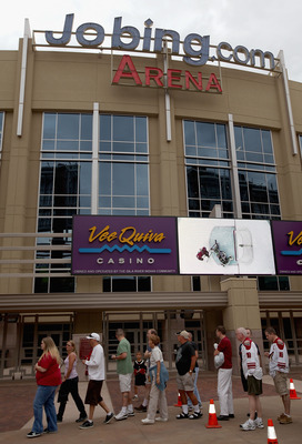 GLENDALE, AZ - JUNE 25:  Fans of the Phoenix Coyotes line up outside of Jobing.com Arena during an open house on June 25, 2009 in Glendale, Arizona.  (Photo by Christian Petersen/Getty Images)