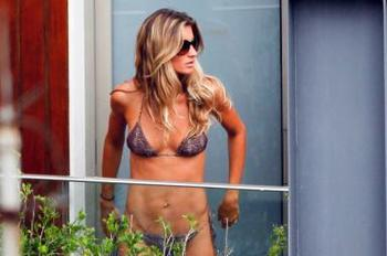 Gisele-bundchen-rio-bikini-lady-dance_display_image