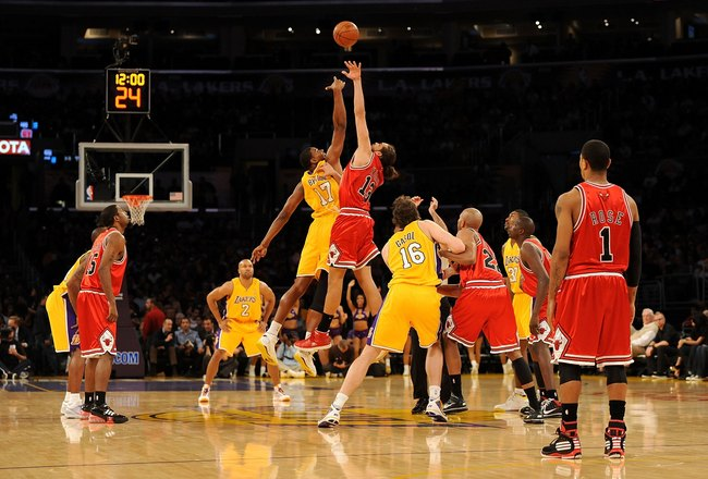 LOS ANGELES, CA - NOVEMBER 19:  Andrew Bynum #17 of the Los Angeles Lakers and Joakim Noah #13 of the Chicago Bulls jump for the ball to start the game on November 19, 2009 at Staples Center in Los Angeles, California. The Lakers won 108-93. (Photo by Har