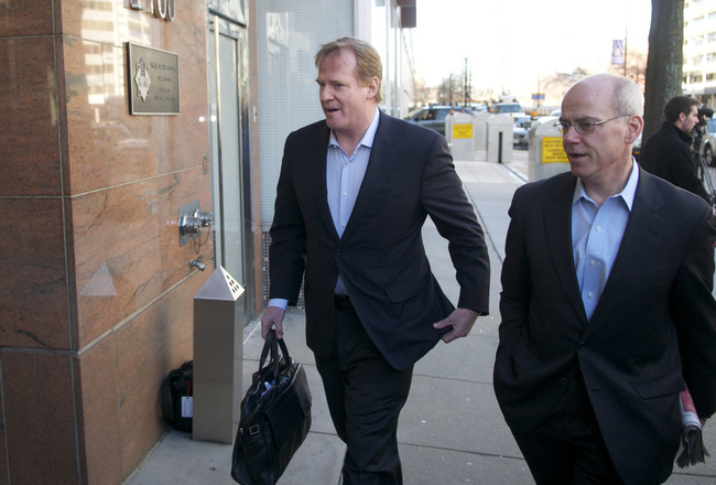 WASHINGTON, DC - MARCH 03:  NFL Commissioner Roger Goodell (L) makes his way into the Federal Mediation and Conciliation Service building for the NFL  labor negotiations on March 3, 2011 in Washington, DC. The NFL owners are locked in negotiations for a n
