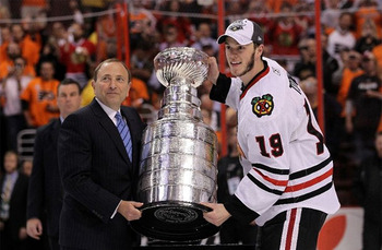 Jonathan-toews-stanley-cup-trophy-2010_display_image