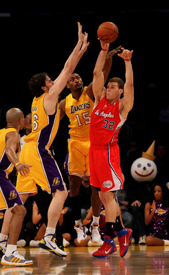 LOS ANGELES, CA - FEBRUARY 25:  Blake Griffin #32 of the Los Angeles Clippers passes off the ball away from Pau Gasol #16 and Ron Artest #15 of the Los Angeles Lakers at Staples Center on February 25, 2011 in Los Angeles, California. The Lakers won 100-88