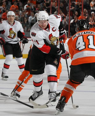 PHILADELPHIA, PA - JANUARY 20:  Daniel Alfredsson #11 of the Ottawa Senators skates against the Philadelphia Flyers on January 20, 2011 at Wells Fargo Center in Philadelphia, Pennsylvania.  (Photo by Jim McIsaac/Getty Images)