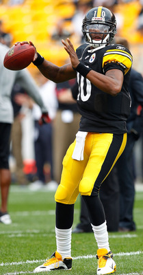 PITTSBURGH - SEPTEMBER 12:  Dennis Dixon #10 of the Pittsburgh Steelers warms up prior to the NFL season opener game against the Atlanta Falcons on September 12, 2010 at Heinz Field in Pittsburgh, Pennsylvania.  (Photo by Jared Wickerham/Getty Images)