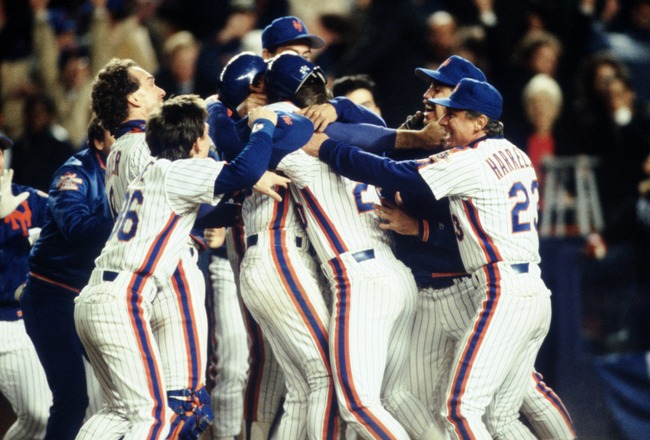 OCT 1986:  THE NEW YORK METS CELEBRATE DURING THE METS 4-3 WIN OVER THE BOSTON RED SOX IN GAME 6 OF THE WORLD SERIES AT SHEA STADIUM IN NEW YORK, NEW YORK. Mandatory Credit: Allsport/ALLSPORT