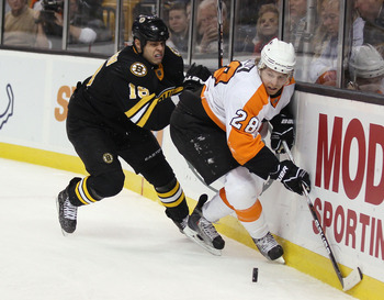 BOSTON, MA - DECEMBER 11:  Claude Giroux #28 of the Philadelphia Flyers and Nathan Horton #18 of the Boston Bruins fight for the puck on December 11, 2010 at the TD Garden in Boston, Massachusetts.  (Photo by Elsa/Getty Images)