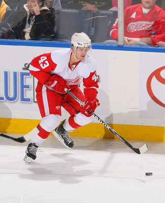 BUFFALO, NY - FEBRUARY 26: Darren Helm #43 of the Detroit Red Wings skates against the Buffalo Sabres  at HSBC Arena on February 26, 2011 in Buffalo, New York. Detroit won 3-2 in a shootout.  (Photo by Rick Stewart/Getty Images)