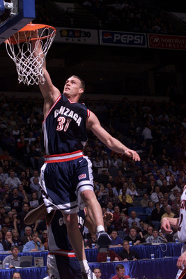 16 Mar 2001: Casey Calvary #31 of the Gonzaga Bulldogs dunks the ball against the Virgina Cavaliers during the first round of the NCAA Tournament at the Pyramid in Memphis, Tennessee. DIGITAL IMAGE Mandatory Credit: Tom Hauck/ALLSPORT