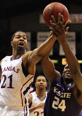LAWRENCE, KS - JANUARY 29:  Markieff Morris #21 of the Kansas Jayhawks battles Curtis Kelly #24 of the Kansas State Wildcats for a rebound during the game on January 29, 2011 at Allen Fieldhouse in Lawrence, Kansas.  (Photo by Jamie Squire/Getty Images)