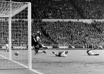 Geoff-hurst-controversial-goal_display_image