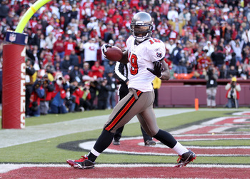 SAN FRANCISCO - NOVEMBER 21:  Mike Williams #19 of the Tampa Bay Buccaneers celebrates after he scored a touchdown against the San Francisco 49ers at Candlestick Park on November 21, 2010 in San Francisco, California.  (Photo by Ezra Shaw/Getty Images)