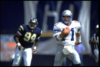 4 OCT 1992:  SEATTLE SEAHAWKS QUARTERBACK KELLY STOUFFER #11 RUNS WITH THE FOOTBALL DURING THE SEAHAWKS 17-6 LOSS TO THE SAN DIEGO CHARGERS AT JACK MURPHY STADIUM IN SAN DIEGO, CALIFORNIA.  MANDATORY CREDIT:  CHRIS COVATTA/ALLSPORT
