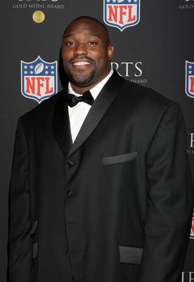 NEW YORK - SEPTEMBER 18:  Former NFL player Warren Sapp attends the IRTS Gold Metal Award Gala September 18, 2008 at the Waldorf-Astoria in New York City.  (Photo by Mike Stobe/Getty Images)