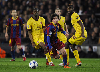 BARCELONA, SPAIN - MARCH 08:  Lionel Messi of FC Barcelona (C) runs with the balls under a challenge by Abou Diaby (L) and Johan Djourou (R) of Arsenal during the UEFA Champions League round of 16 second leg match between Barcelona and Arsenal at the Camp