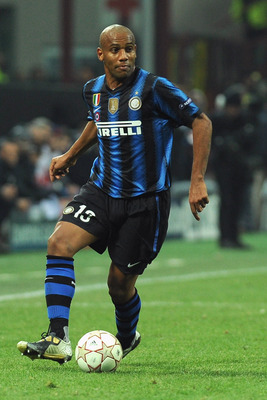 MILAN, ITALY - FEBRUARY 23:  Douglas Maicon of Inter Milan in action during the UEFA Champions League round of 16 first leg match between Inter Milan v FC Bayern Muenchen on February 23, 2011 in Milan, Italy.  (Photo by Valerio Pennicino/Getty Images)