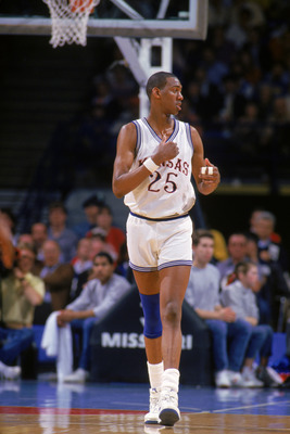 1986:  Danny Manning #25 of the University of Kansas Jayhawks looks over to the sidelines as he walks on the court during a game NCAA game in 1986.  (Photo by Getty Images)
