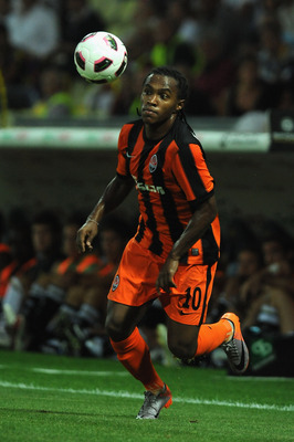 PARMA, ITALY - AUGUST 10:  Willian of Shakhtar Donetsk in action during preseason frienldy match between Parma FC and Shakhtar Donetsk at Ennio Tardini Stadium on August 10, 2010 in Parma, Italy.  (Photo by Valerio Pennicino/Getty Images)