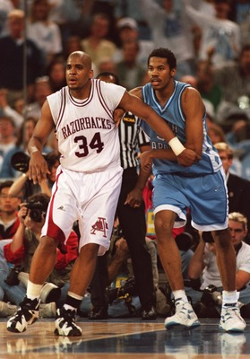 1 APR 1995:  NORTH CAROLINA CENTER RASHEED WALLACE BATTLES WITH ARKANSAS FORWARD CORLISS WILLIAMSON FOR POSITION ON THE POST DURING THE TAR HEELS 75-68 LOSS TO THE RAZORBACKS IN THE NCAA FINAL FOUR AT THE KINGDOME IN SEATTLE, WASHINGTON. Mandatory Credit: