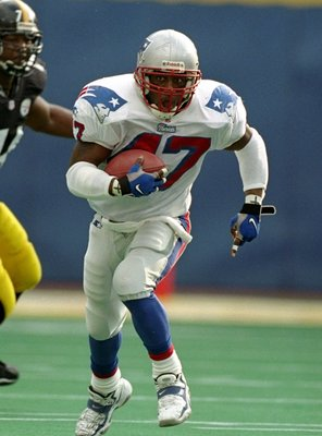 6 Dec 1998:  Running back Robert Edwards #47 of the New England Patriots in action against the Pittsburgh Steelers at Three Rivers Stadium in Pittsburgh, Pennsylvania. The Patriots defeated the Steelers 23-9. Mandatory Credit: Rick Stewart  /Allsport