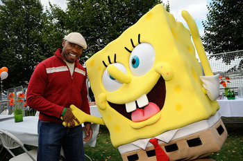 NEW YORK - SEPTEMBER 26:  Former NFL player and TV personality Tiki Barber poses with Spongebob character backstage at Nickelodeon's Sixth Annual Worldwide Day of Play with NYC Big Brothers and Big Sisters at Riveride Park on September 26, 2009 in New Yor
