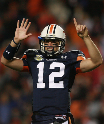 AUBURN, AL - NOVEMBER 24:  Quarterback Brandon Cox #12 of the Auburn Tigers holds up six fingers celebrating their sixth straight victory over Alabama, after picking up a first down with less than a minute to play in the game against the Alabama Crimson T
