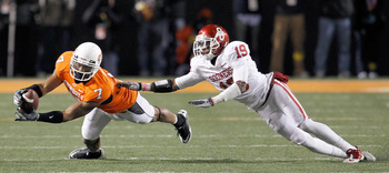 STILLWATER, OK - NOVEMBER 27:  Receiver Michael Harrison #7 of the Oklahoma State Cowboys pulls in a pass against defensive back Demontre Hurst #19 of the Oklahoma Sooners at Boone Pickens Stadium on November 27, 2010 in Stillwater, Oklahoma.  The Sooners