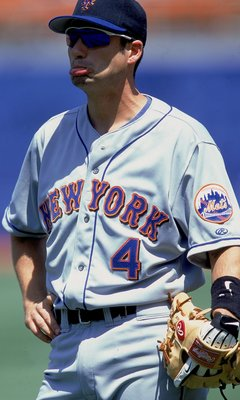 20 Aug 2000:  Robin Ventura #4 of the New York Mets is looking on during the game against the Los Angeles Dodgers at Dodger Stadium in Los Angeles, California.  The Mets defeated the Dodgers 9-6.Mandatory Credit: Jeff Gross  /Allsport