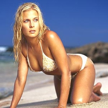 Emily_kuchar_hot_girl_beach_display_image