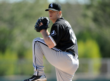 PHOENIX, AZ - FEBRUARY 28:  Gavin Floyd #34 of the Chicago White Sox pitches against the Los Angeles Dodgers during spring training at Camelback Ranch on February 28, 2011 in Phoenix, Arizona.  (Photo by Harry How/Getty Images)