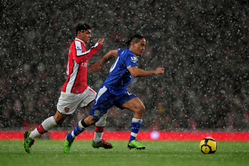 LONDON, ENGLAND - JANUARY 09:  Denilson of Arsenal challenges Steven Pienaar of Everton during the Barclays Premier League match between Arsenal and Everton at Emirates Stadium on January 9, 2010 in London, England.  (Photo by Shaun Botterill/Getty Images