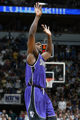MINNEAPOLIS - DECEMBER 10:  Chris Webber #4 of the Sacramento Kings asks for the ball during the game against the Minnesota Timberwolves at Target Center on December 10, 2004 in Minneapolis, Minnesota.  The Timberwolves won 113-105.  NOTE TO USER: User ex