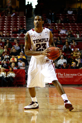 PHILADELPHIA, PA - DECEMBER 18:  Ramone Moore #23 of the Temple Owls looks to pass the ball against the Northern Illinois Huskies at the Liacouras Center on December 18, 2010 in Philadelphia, Pennsylvania.  (Photo by Chris Chambers/Getty Images)