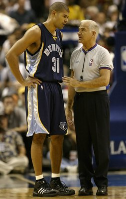 DALLAS - APRIL 26:  Shane Battier #31 of the Memphis Grizzlies talks with referee Bennett Salvatore in game two of the Western Conference Quarterfinals against the Dallas Mavericks during the 2006 NBA Playoffs at the American Airlines Center on April 26,